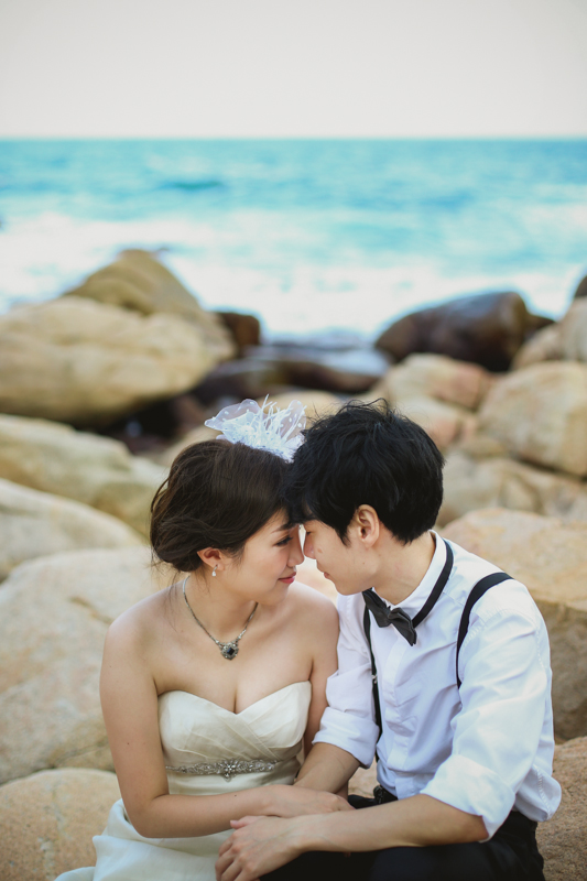 beach bride and groom portraits by Love oh love photography