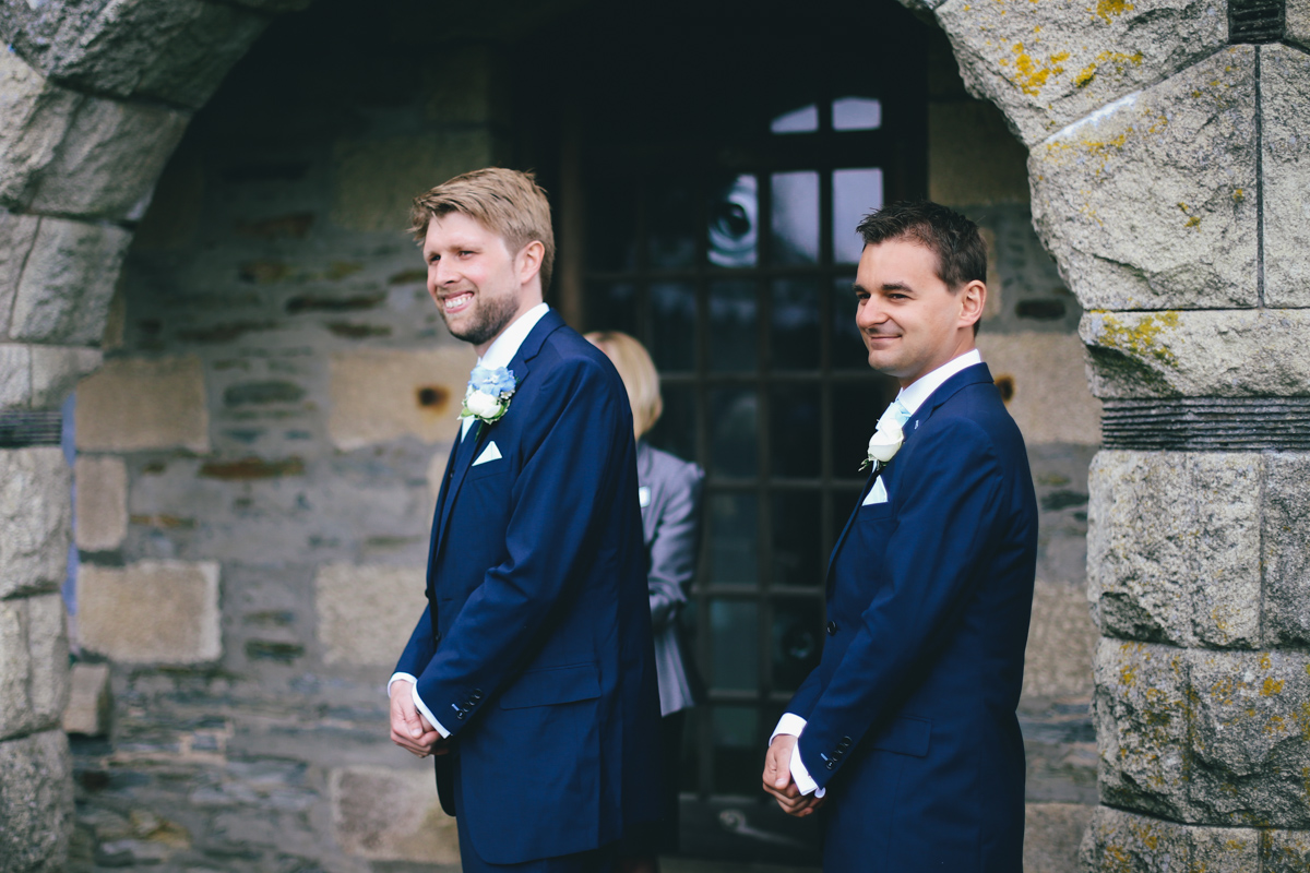 Outdoor wedding ceremony at Prussia Cove, Cornwall wedding by Love Oh Love Photography